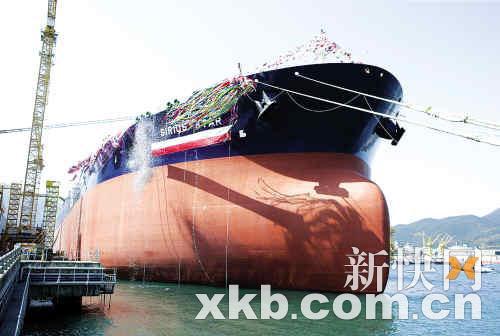 索马里海盗对货轮造成严重威胁