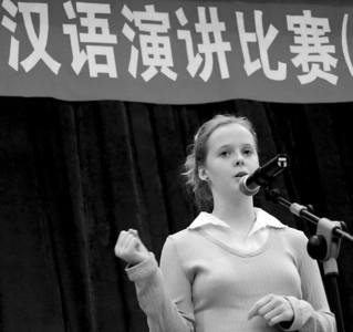不少美国学生对中文的兴趣很大