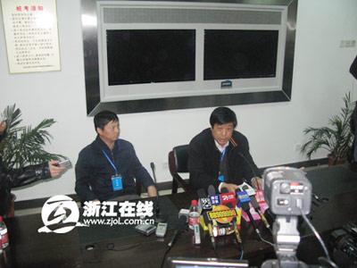 中铁四局集团领导资宝成向媒体通报情况