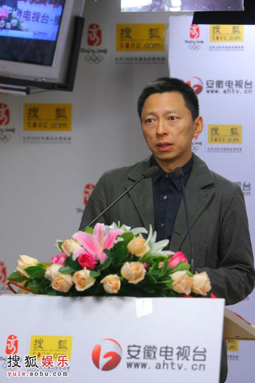 搜狐公司董事局主席兼首席执行官张朝阳先生登台演讲