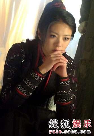 安以轩《倚天》里的戎装造型