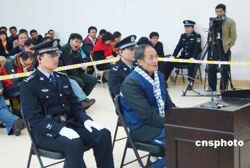 11月17日,周正龙案二审在陕西安康旬阳县人民法院公开开庭审理。 中新社发 邓阳 摄