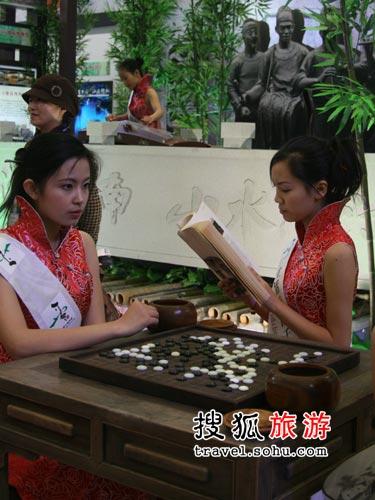 西塘展台:琴棋书画样样通的古典美女 摄影:王振辉