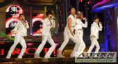 现场:东方神起热力开场表演 掀起首个高潮