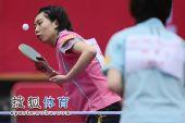 图文:北京女队3-0山东夺冠 李晓霞发球瞬间