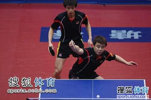 图文:全国乒乓球锦标赛第五天 王皓前台回球