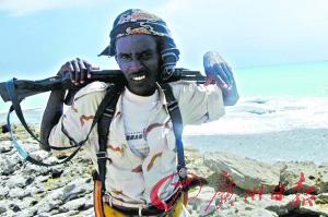 一名索马里海盗成员。