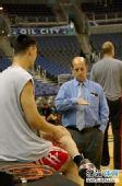 图文:[NBA]火箭VS奇才 姚明与范甘迪