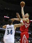 图文:[NBA]火箭VS奇才 姚明单手篮下强攻
