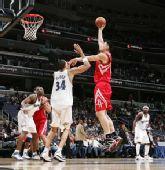 图文:[NBA]火箭VS奇才 姚明内线强攻