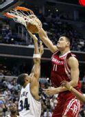 图文:[NBA]火箭胜奇才 姚明暴扣篮筐