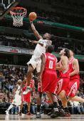 图文:[NBA]火箭胜奇才 贾米森内线轻松得手