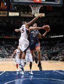 图文:[NBA]山猫负老鹰 霍福德封盖