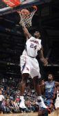 图文:[NBA]山猫负老鹰 马文-威廉姆斯灌篮