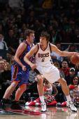 图文:[NBA]雄鹿胜尼克斯 博古特坐打内线