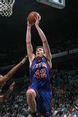 图文:[NBA]雄鹿胜尼克斯 大卫李上篮