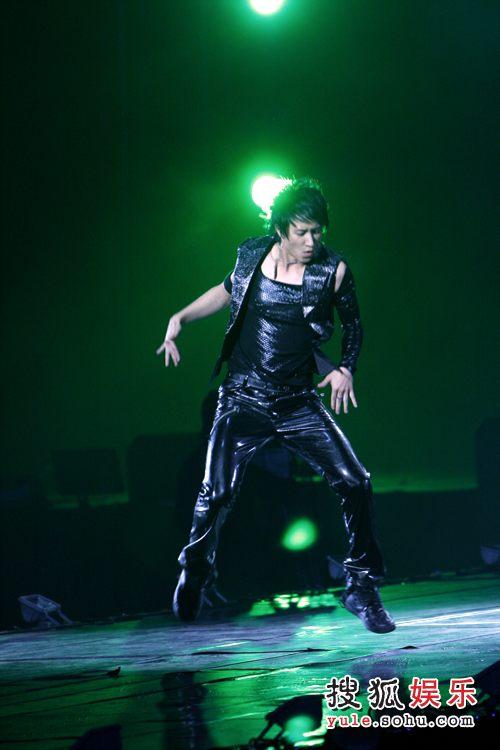 独家直击08SJ上海演唱会现场 韩庚的舞蹈表演