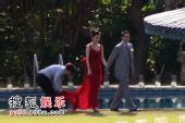 独家:李嘉欣换红色礼服 与爱郎深情拥吻恩爱羡