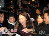 公关向媒体派红包引混乱 宣布欣欣亨亨结婚喜讯