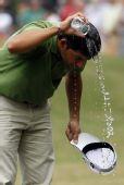 图文:08香港公开赛决赛 拉拉扎巴尔矿泉水浇头