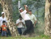图文:香港公开赛决赛 林文堂在比赛中大力挥杆
