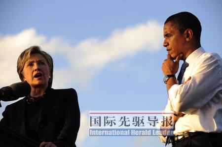 希拉里(左)与奥巴马(右)