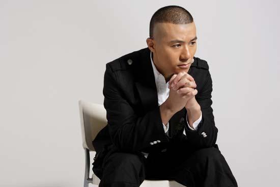 完全不同于旧版《水浒传》由刘欢演唱的主题歌《好汉歌》,其中加入了图片