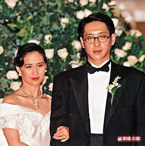 许晋亨/91年,许晋亨与何超琼结婚时连摆三天婚宴