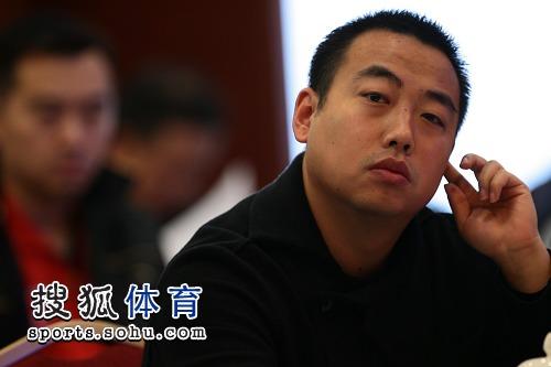 图文:08国乒教练员竞聘会召开 刘国梁若有所思