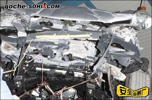 碰撞后,发动机底盘损坏情况实拍