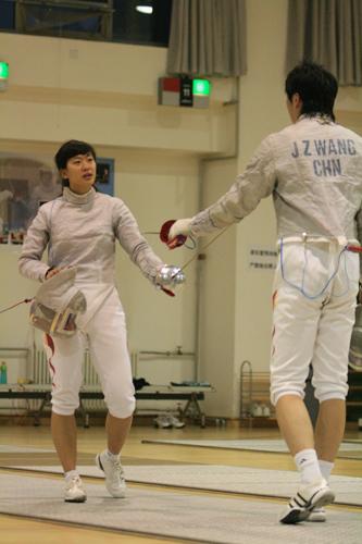 图文:中国佩剑女队训练瞬间 谭雪和王敬之