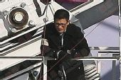 刘德华《未来警察》片场 寒冬中托举摩天轮座舱