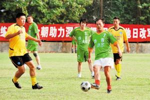 等待王宝山的也许是国足主教练的位置,等待深圳足球的将会是什么呢?