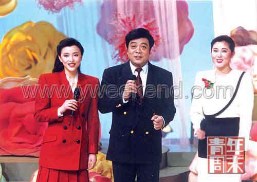 20世纪90年代初,赵忠祥与倪萍、杨澜一起主持春晚