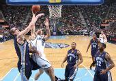 图文:[NBA]爵士大胜灰熊 威廉姆斯篮下强攻