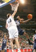 图文:[NBA]爵士大胜灰熊 梅奥遭遇封盖