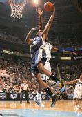 图文:[NBA]爵士大胜灰熊 盖伊飞身扣篮