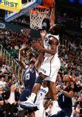 图文:[NBA]爵士大胜灰熊 米尔萨普大力扣篮