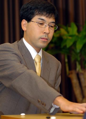 图文:农心杯第八局韩国再胜 羽根直树无功而返