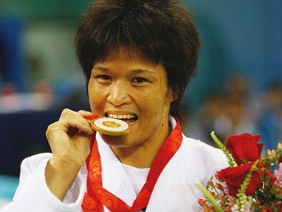 图文:年度最佳女运动员候选人 奥运冠军冼东妹