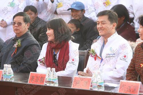 嫣然天使西藏站成立 鹏菲携手出席