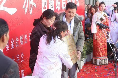 嫣然天使西藏站成立 李亚鹏