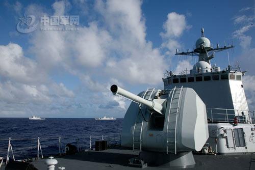 11月上旬,某驱逐舰支队新型驱逐舰116舰参加了北海舰队联合机动编队,首次远涉太平洋,航程四千余海里,长驱直入大洋深处,完成了多个编队战术课题的训练,同时也是对新型战舰是否具备远洋作战能力作了一次实际检验图片来源:中国军网