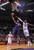 图文:[NBA]小牛客场胜国王 格林低手上篮