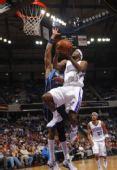 图文:[NBA]小牛客场胜国王 萨尔蒙斯低手上篮