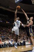 图文:[NBA]步行者负魔术 霍华德投篮