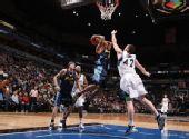 图文:[NBA]掘金胜森林狼 乐福封盖
