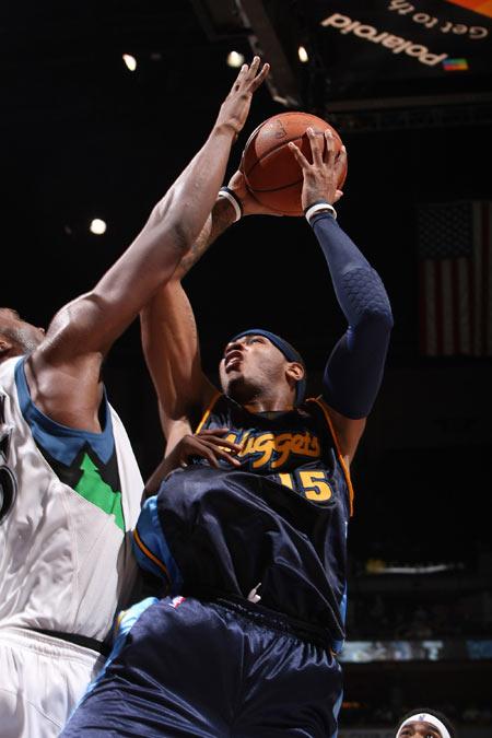 图文:[NBA]掘金胜森林狼 安东尼遭遇封盖