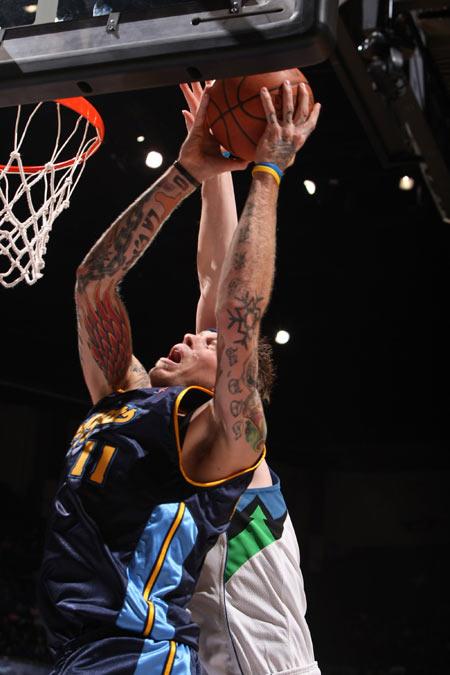 图文:[NBA]掘金胜森林狼 安德森突破
