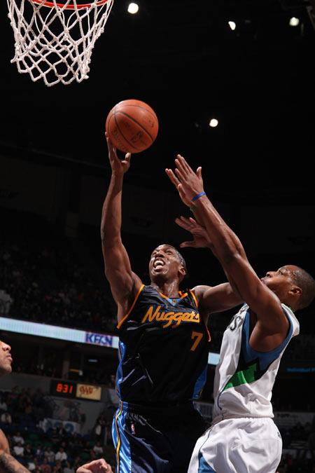 图文:[NBA]掘金胜森林狼 比卢普斯投篮